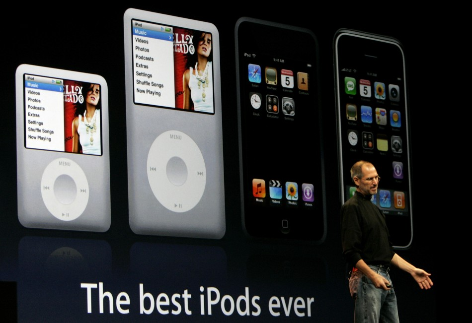 Apple CEO Steve Jobs introduces the new Apple iPod media players in San Francisco, California September 5, 2007.