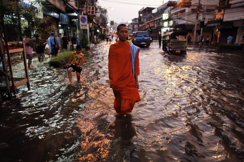 Thailand Floods A Third of the Country Under Water 30 Bn Loss to Economy