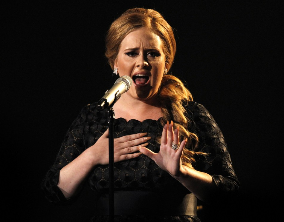 """British singer Adele performs """"Someone Like You"""" at the 2011 MTV Video Music Awards in Los Angeles"""
