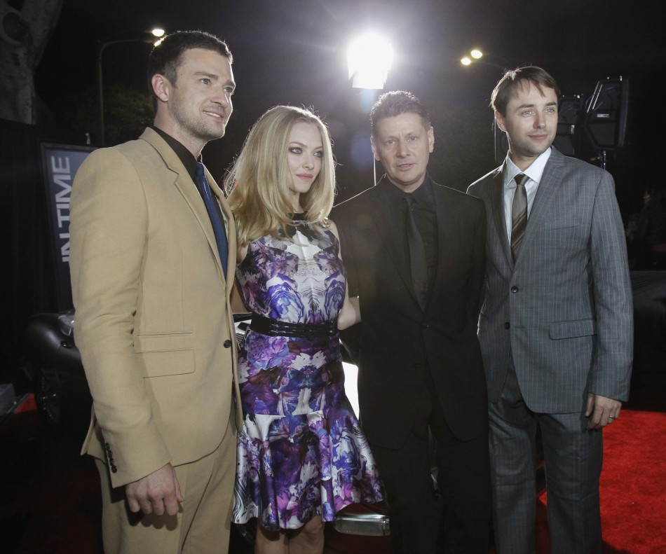 "Cast members Justin Timberlake (L), Amanda Seyfried (2nd L) and Vincent Kartheiser (R) pose with director Andrew Niccol at the premiere of ""In Time"" at the Regency Village Theatre in Westwood, California October 20, 2011."