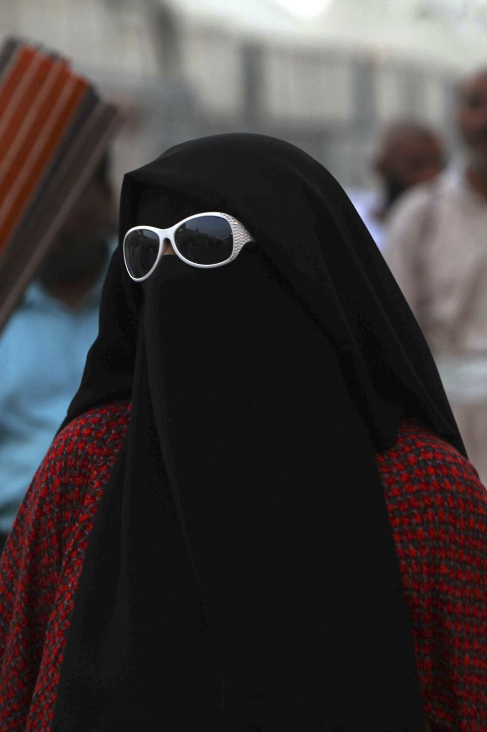 A Muslim pilgrim arrives in Mena