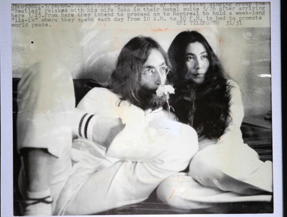 https://d.ibtimes.co.uk/en/full/186201/naked-photos-iconic-couple-john-lennon-yoko-ono-auction.jpg