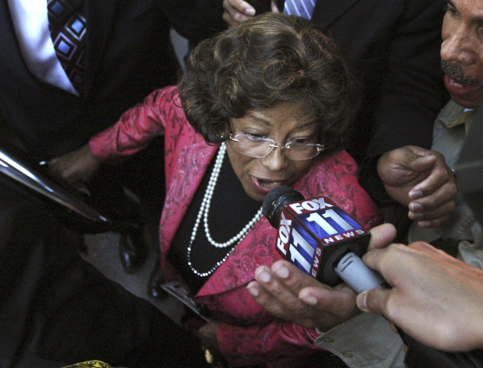 Michael Jacksons mother Katherine Jackson speaks to the media as she leaves the courthouse