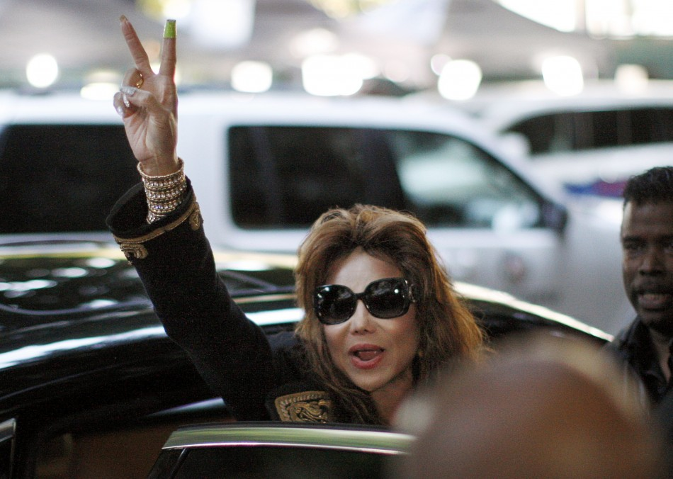 Michael Jackson's sister LaToya waves a victory sign as she leaves the courthouse