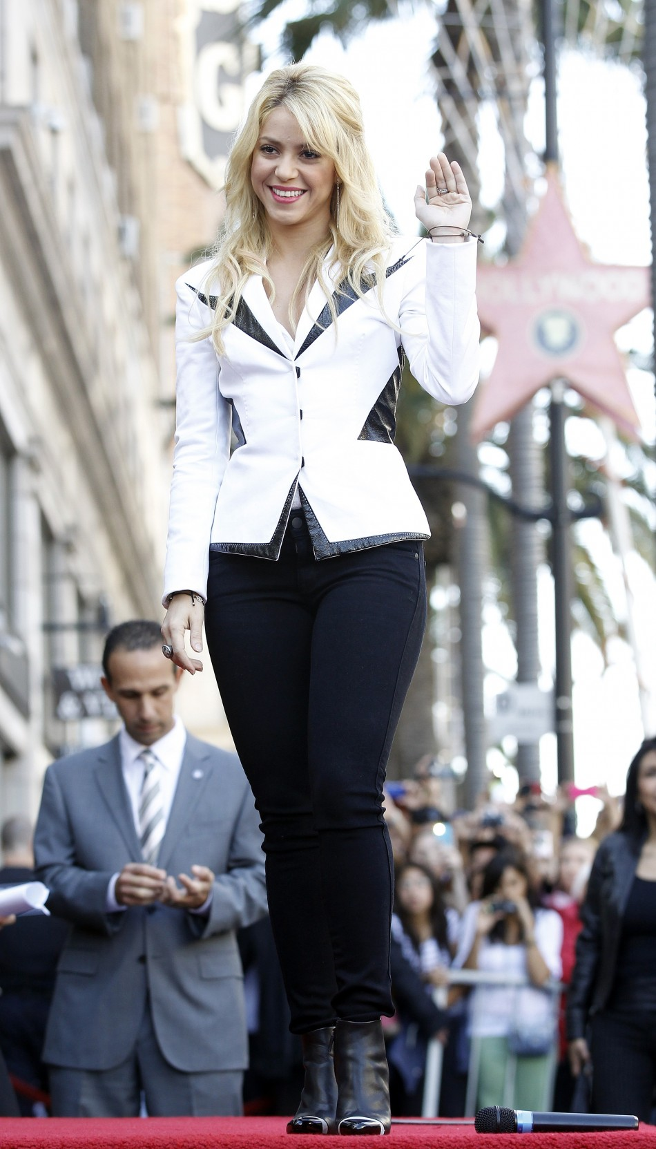 Colombian singer Shakira stands before unveiling her star after it was unveiled on the Walk of Fame in Hollywood, California November 8, 2011