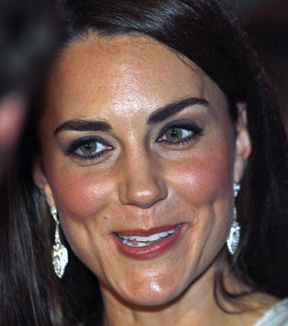 Kate Middleton Does High Street Chic In 163 69 99 Zara Dress