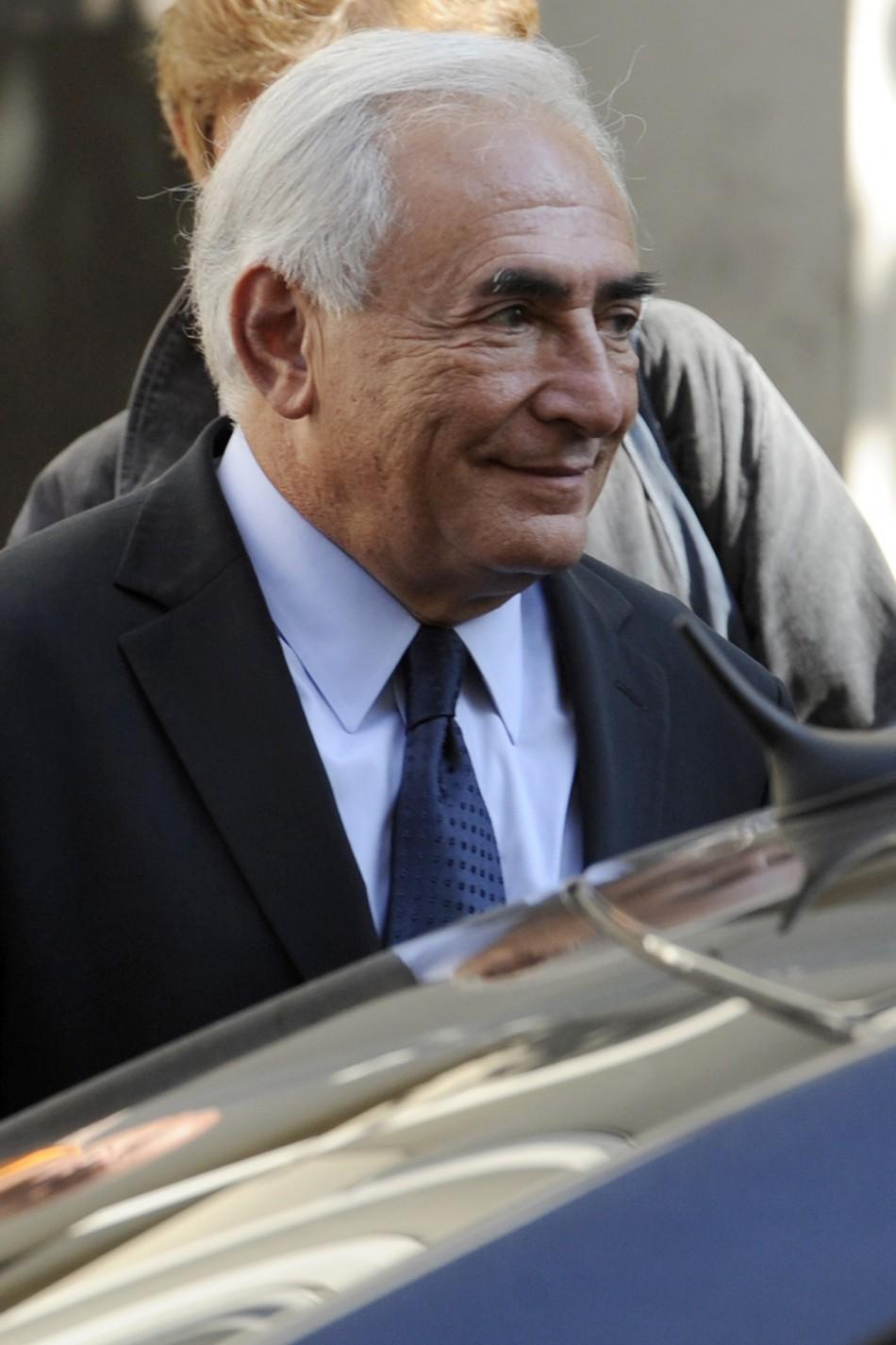 Former IMF chief Strauss-Kahn leaves the financial brigade in Paris