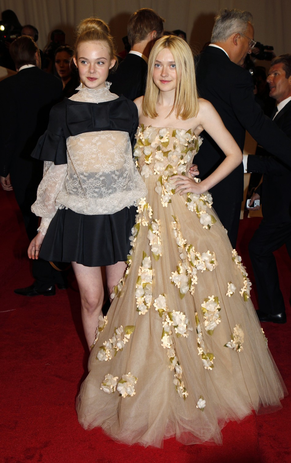 Fanning sisters