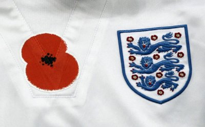 A remembrance day poppy is seen on the training top of Englands Scott Parker before his international friendly soccer match against Spain in London