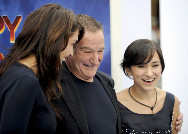"""Actor and voice of Ramon & Lovelace, Robin Williams (C), wife Susan Schneider (L) and their daughter Zelda Williams (R) arrive at the premiere of """"Happy Feet Two"""" in the Hollywood area of Los Angeles, California"""