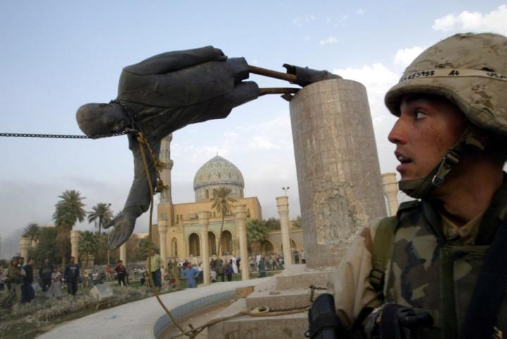 Saddam Hussein Statue Falls