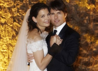 Actor Tom Cruise and Katie Holmes pose for their official wedding portrait in Lake Braccino, Italy in this handout photo