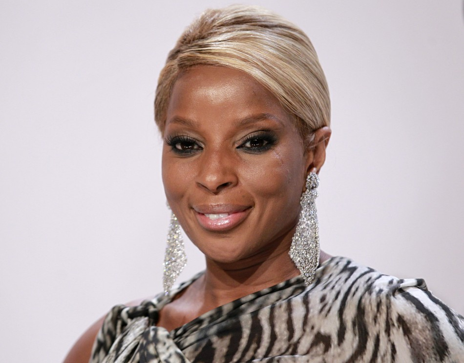Singer Mary J. Blige poses backstage at the 2011 American Music Awards in Los Angeles