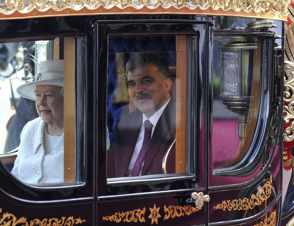 Turkey's President Abdullah Gul rides in a carriage along The Mall towards Buckingham Palace with Britain's Queen Elizabeth during a state visit in London November 22, 2011.