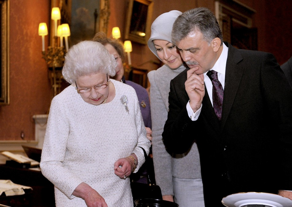 Queen Elizabeth (L) and the President of Turkey Abdullah Gul (R), with Gul's wife Hayrunnisa (C) look at Turkish artefacts from the Royal Collection in the Picture Gallery of Buckingham Palace, in central London November 22, 201