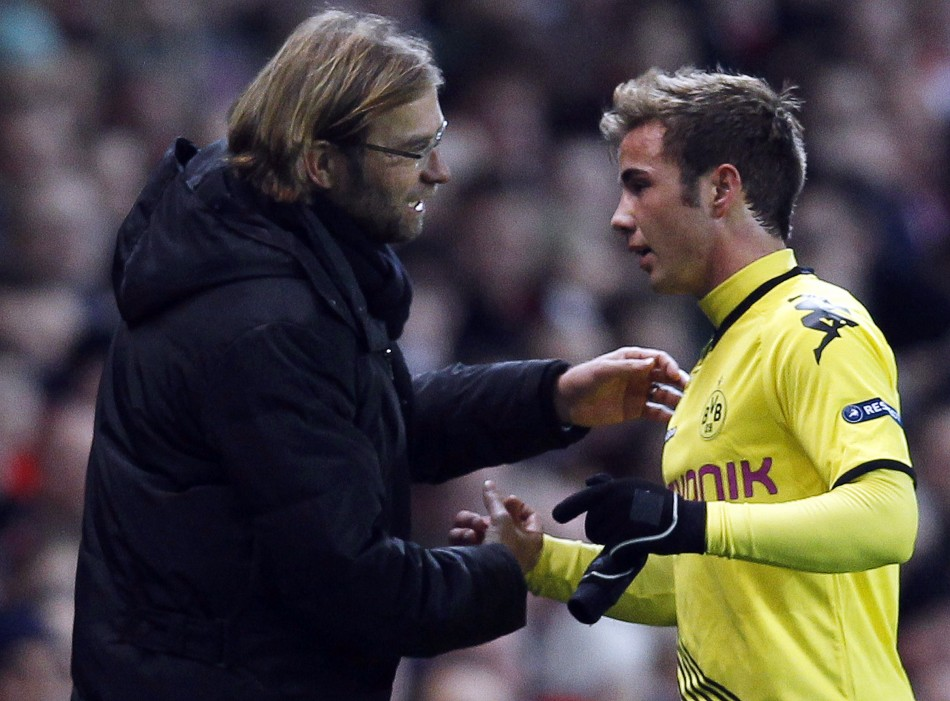 Borussia Dortmunds Mario Gotze shakes hands with team manager Jurgen Klopp as he is substituted during their Group F Champions League soccer match against Arsenal at the Emirates stadium in London