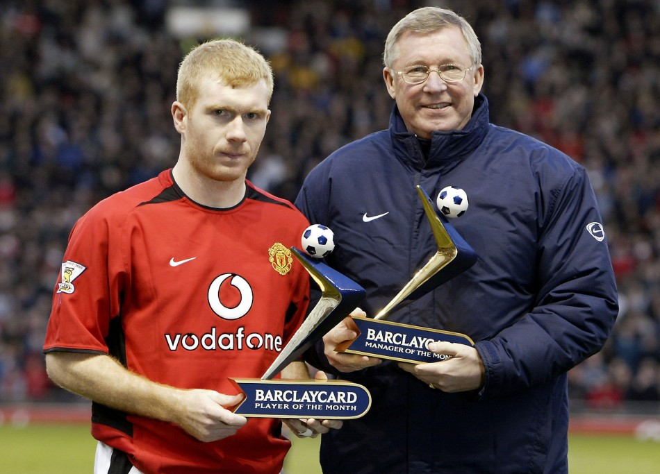 MANCHESTER UNITEDS SCHOLES AND FERGUSON RECEIVE THEIR AWARDS BEFORE THE GAME AGAINST NEWCASTLE UNITED