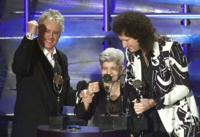 Musicians Roger Taylor L and Brian May R of Queen are joined by the mother of Freddie Mercury, Jer C in celebrating the induction of Queen into the Rock and Roll Hall of Fame at a ceremony in New York on March 19, 2001