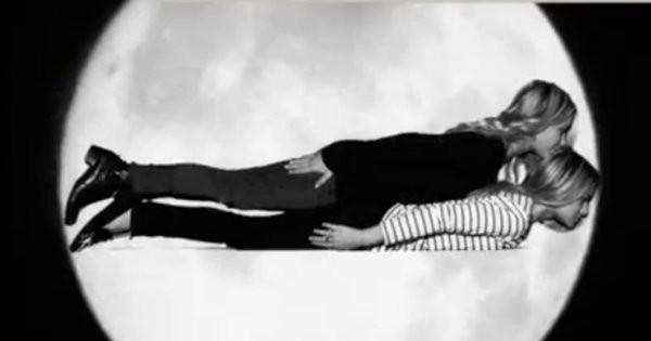 Mary-Kate and Ashley Olsen planking
