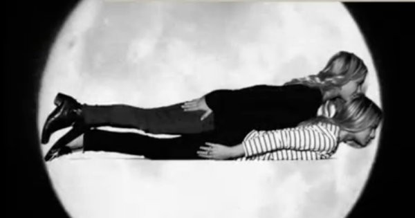 Mary-Kate and Ashley Olsen planking