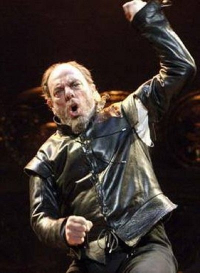 Alun Armstrong was a member of the original London cast of Cameron Mackintoshs stage production quotLes Miserablesquot which opened in 1985. He was awarded the Laurence Olivier Theatre Award in 1994 1993 season for Best Actor in a Musical for his p