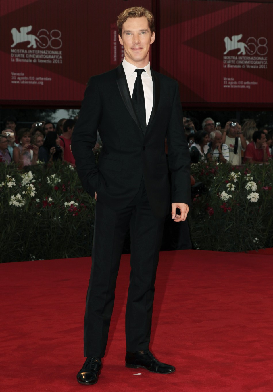 Trained at the prestigious London Academy of Music and Dramatic Art (LAMDA), Benedict Cumberbatch met Professor Stephen Hawking twice before filming Hawking (2004) (TV) to prepare for the role.He is the son of actor Timothy Carlton and actress Wanda Venth