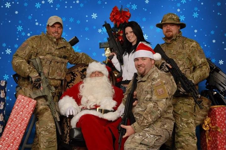 Arizona Gun Club Offer To Pose With Santa and His Machine Guns