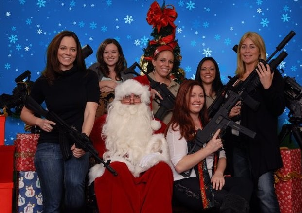 Arizona Gun Club Offer To Pose With Santa and 'His Machine Guns'