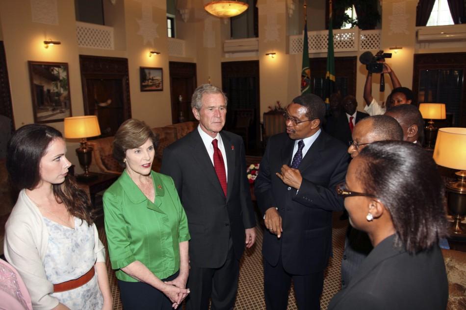 George W. Bush speaks with Jakaya Kikwete upon arriving at the State House in Dar es Salaam