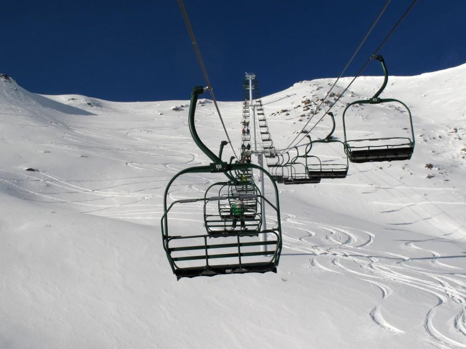 Snow ski lift