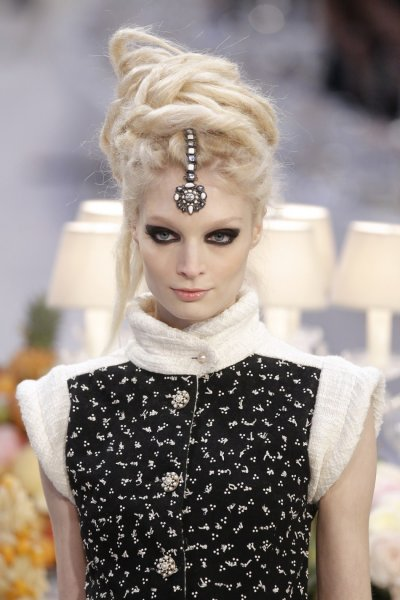 Karl Lagerfeld Hosts India-Inspired Couture Show for Chanel Fashion House
