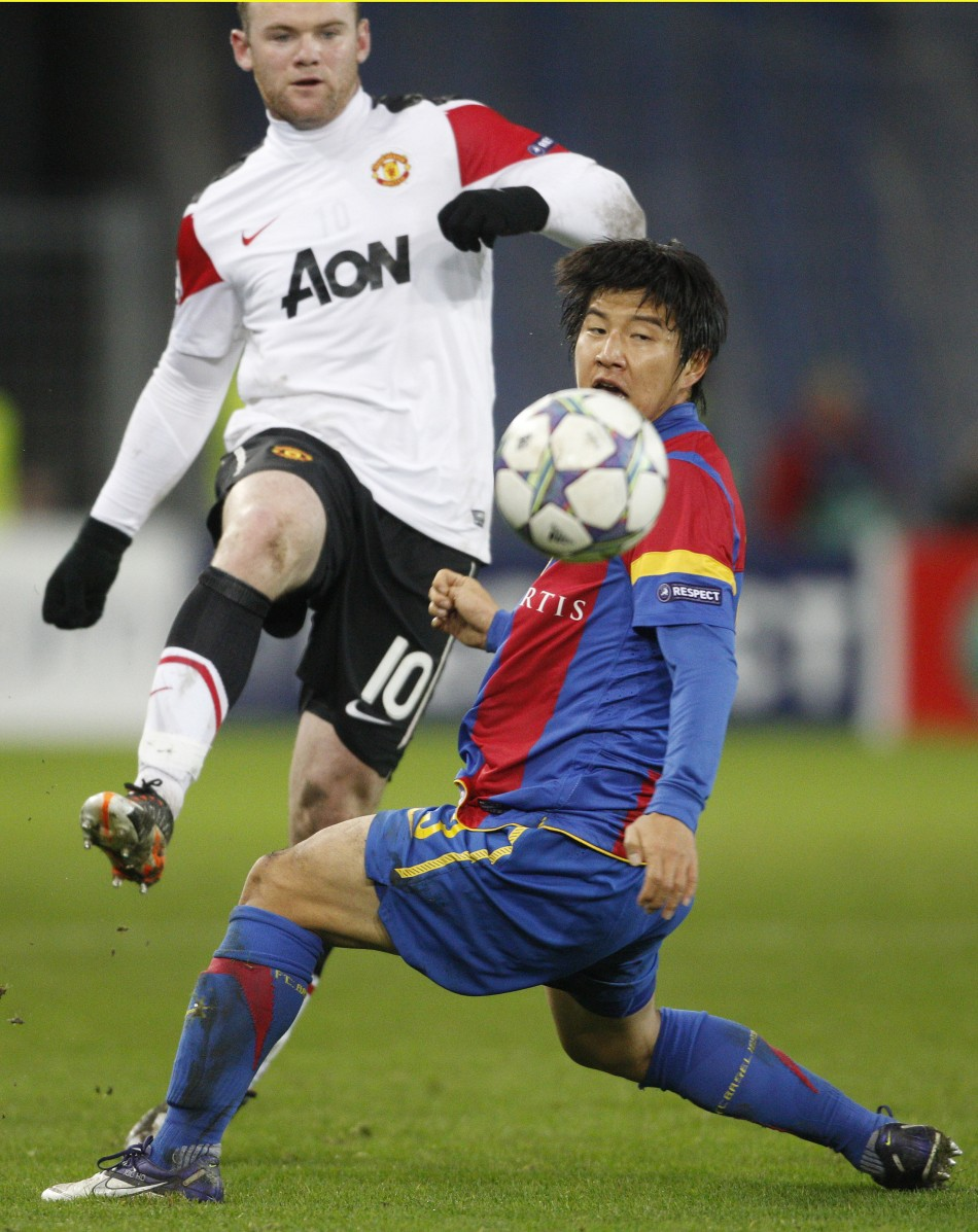 FC Basel's Park fights for the ball with Rooney of Manchester United during their Champions League Group C soccer match in Basel