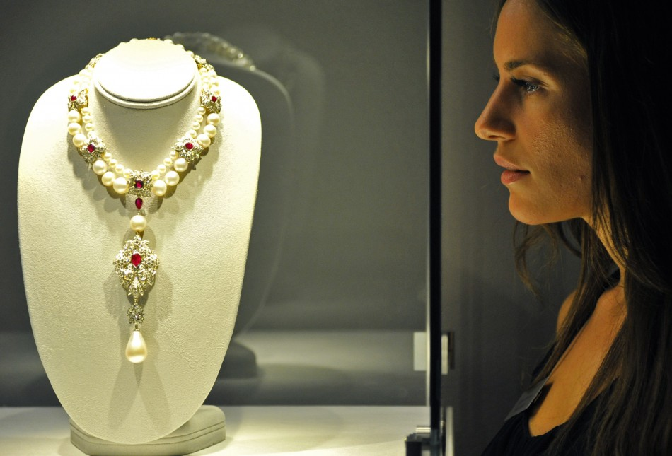 Elizabeth Taylor S Jewels Up For Auction At Christie S