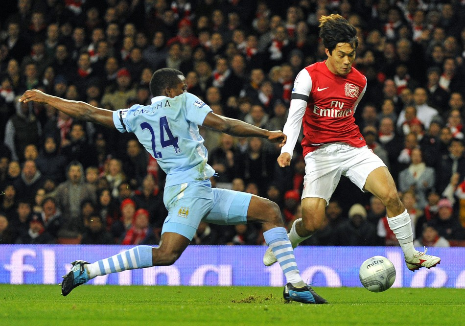 Park of Arsenal evades the challenge of Onuoha of Manchester City during their English League Cup soccer match in London