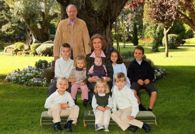 Top 10 Official Christmas card Family Portraits of Royals and Diplomats