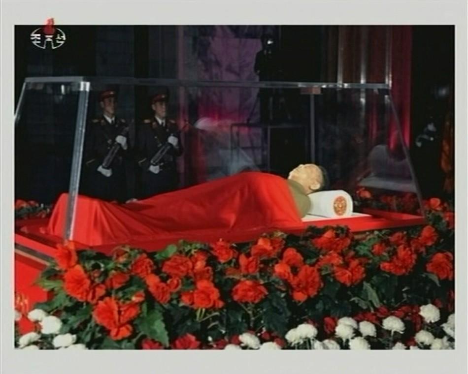 Kim Jong-il body on display