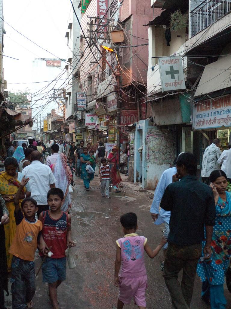 A bustling New Dehli street