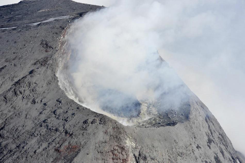 Aleutian Volcano Erupts Again