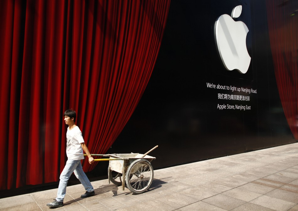 American Foundation Calls for Occupy Protesters to 'Turn Their Anger on Apple'