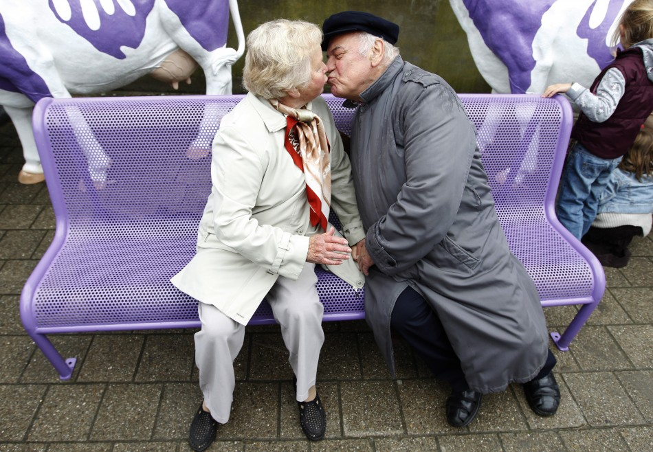 sexual activity among the elderly Satisfaction with sexual activity ie sexual satisfaction and the importance of  sexuality and affection were analysed using data from the german.