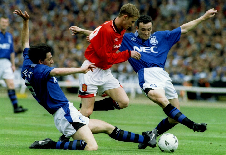 Manchester United's Nicky Butt (C) is tackled by Gary Ablett (L) and Barry Horne of Everton during the FA Cup Final 1995