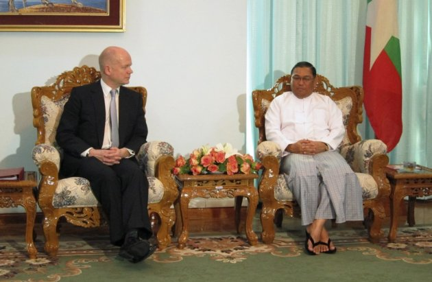 William Hague and Wunna Maung Lwin in Naypyitaw