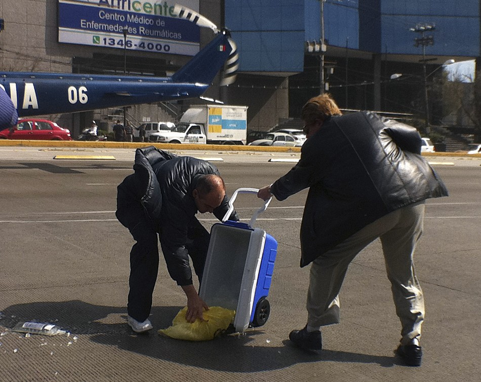 Medical staff drop a donor heart on to the pavement outside a hospital in Mexico City