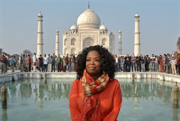Chat show host Oprah Winfrey poses outside the Taj Mahal in Agra during her fist visit to India