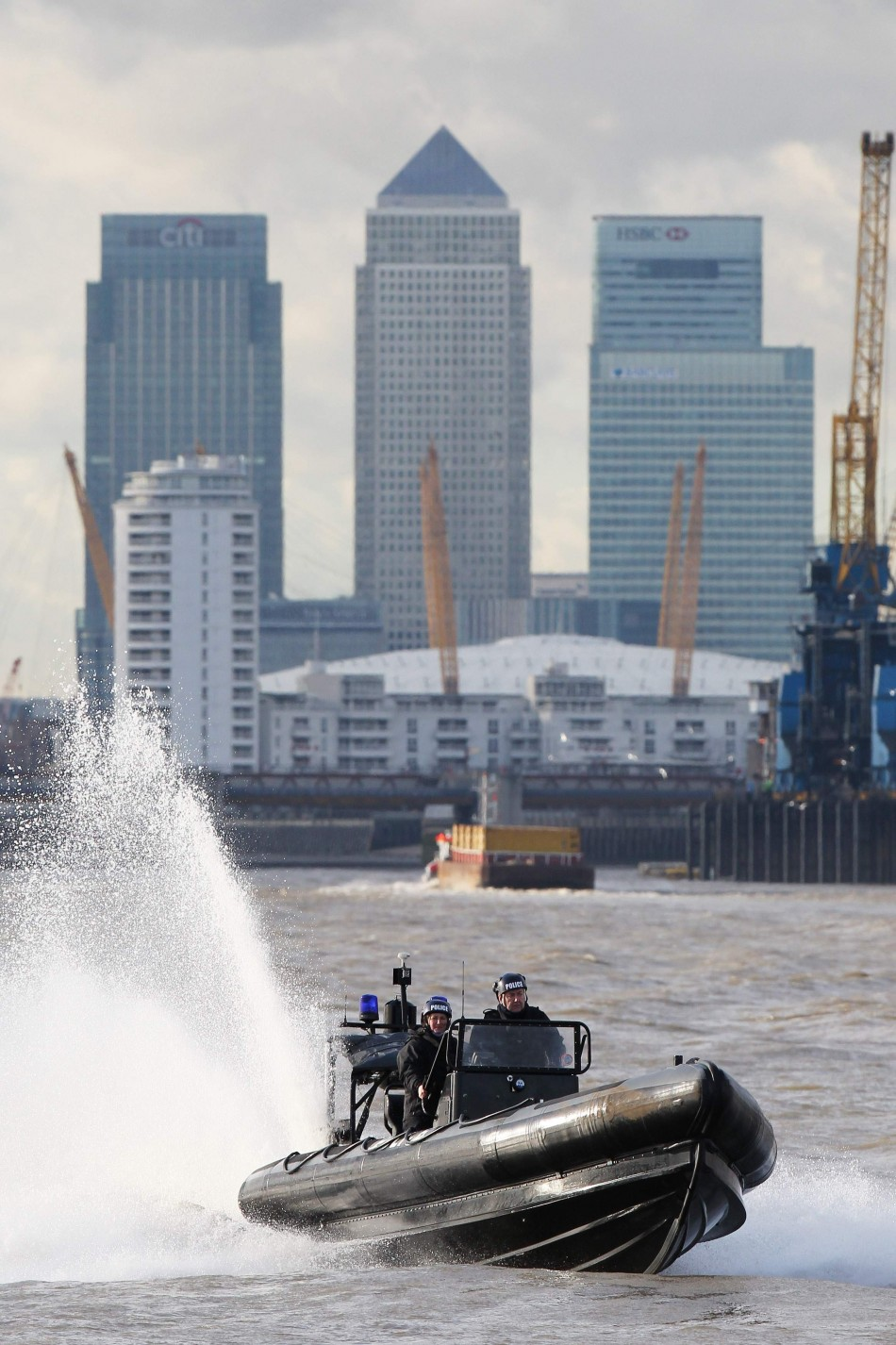 Met Police speed down the Thames
