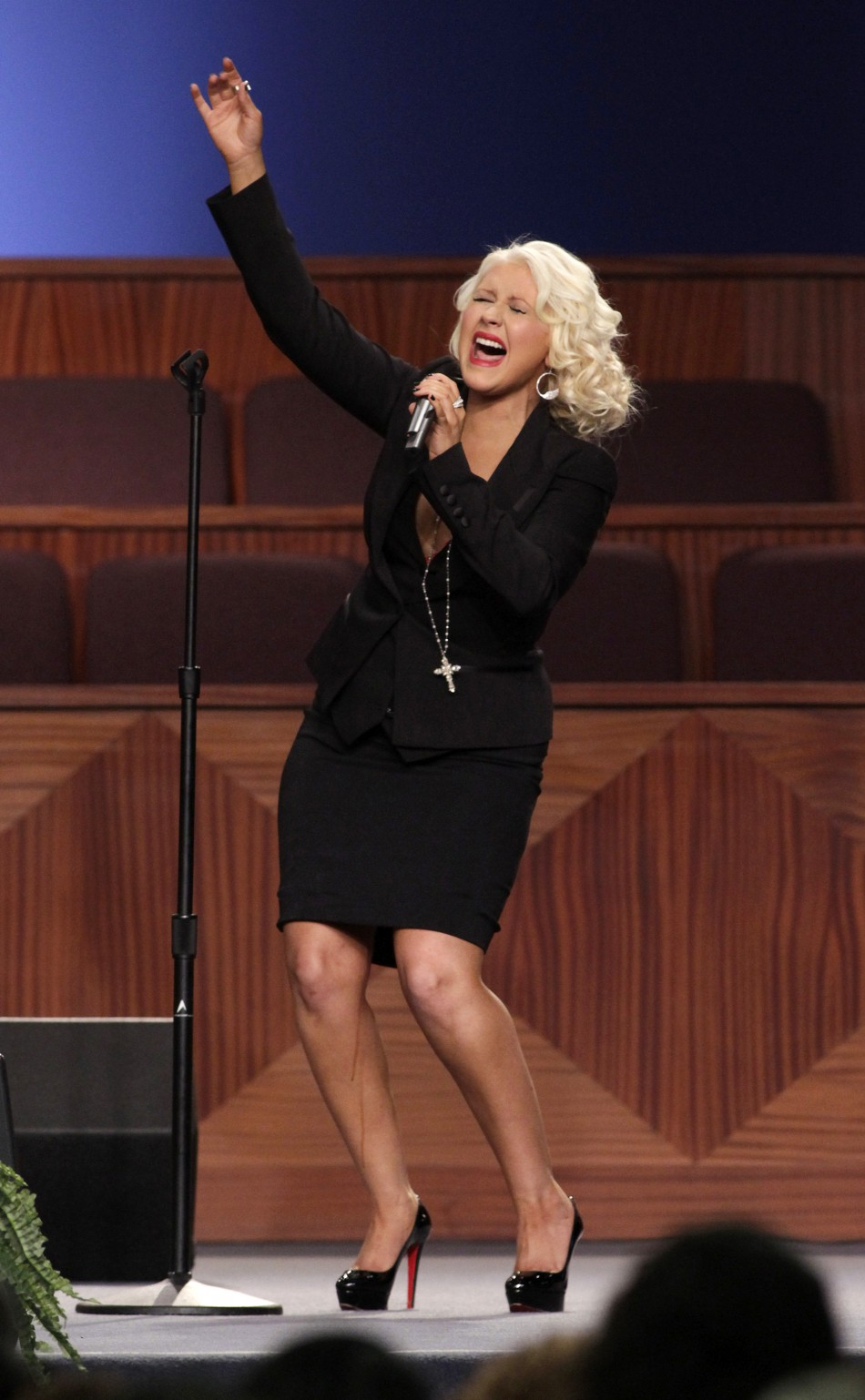 Christina Aguilera Manages To Remain Calm After