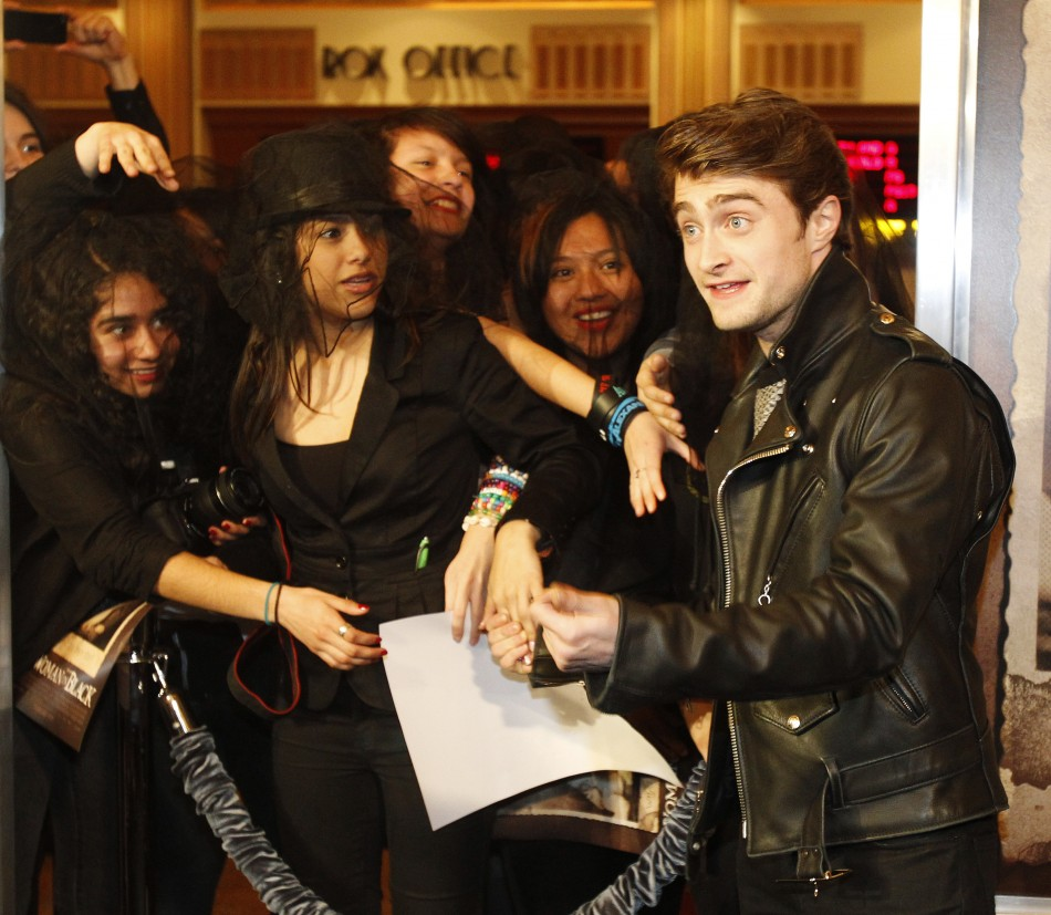 Cast member Daniel Radcliffe greets fans as he arrives at a special screening of quotThe Woman in Blackquot in Los Angeles, California
