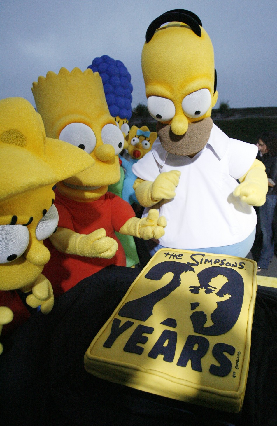 Lisa, Bart, Marge, Maggie and Homer Simpson