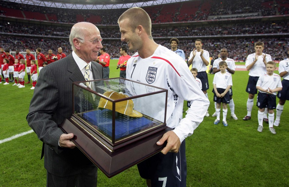 Sir Bobby Charlton (L) and David Beckham