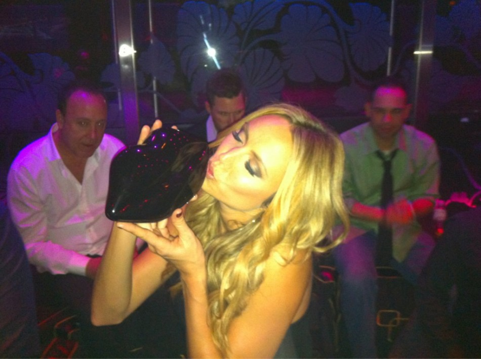 Stacy Keibler with her lip-shaped clutch